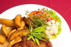 испеченный стейк картошек свинины стоковые фото