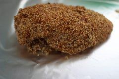 Испеченный цыпленок с семенем сезама стоковые изображения rf