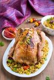 Испеченный цыпленок с рисом и высушенными плодоовощами Стоковые Фотографии RF