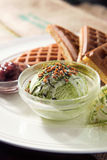 Испеченный waffle с мороженым matcha Стоковое Изображение
