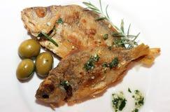 2 испеченных рыбы на плите Стоковые Фото