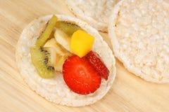 испечет рис свежих фруктов стоковое фото rf