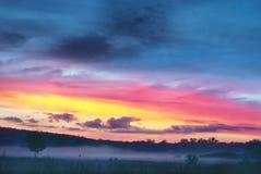 Испещрянные облака Красочный ландшафт вечера Стоковая Фотография