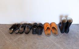 используемые ботинки стоковое фото