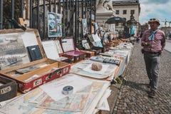 Используемые книги, подержанные книги для продажи на блошином рынке перед университетом Гумбольдта в Берлине стоковая фотография rf