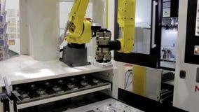 Используя промышленный манипулятора в современном промышленном предприятии металла видеоматериал