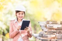 Исполнительная азиатская женщина инженера Стоковое Фото