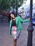 Исполнительная женщина в парке Стоковые Изображения RF