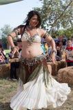 Исполнительница танца живота ренессанса справедливая стоковая фотография rf