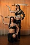 2 исполнительницы танца живота таблетируя на этапе Стоковое фото RF
