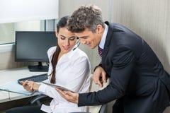 Использование исполнительной власти менеджера и обслуживания клиента Стоковое Изображение