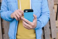 использование телефона человека франтовское Стоковые Изображения