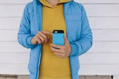 использование телефона человека франтовское Стоковые Изображения RF