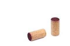 2 использовали деревянные пробочки вина изолированные на белизне Стоковое фото RF