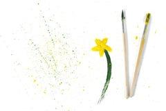 2 использовали кисти и цветок гуаши чертежа на белой предпосылке Стоковые Фотографии RF