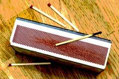 Используемая спичка на matchbox с свежими спичками ниже Стоковые Фотографии RF