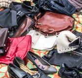 Используемые кожаные портмона, сумки и ботинки, который нужно повторно использовать Стоковые Изображения RF