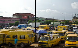 Используемые корабли такси для продажи на рынке в Oshodi Стоковое Изображение RF