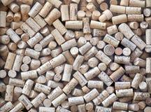 Используемые пробочки бутылки вина на дисплее в окне винного магазина, Граца Стоковая Фотография