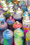 Используемые чонсервные банкы краски для пульверизатора Стоковая Фотография RF