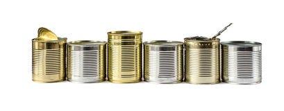 Используемые чонсервные банкы металла на белой предпосылке Организация сбора и удаления отходов Стоковое фото RF