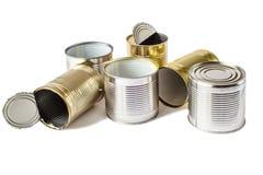 Используемые чонсервные банкы металла на белой предпосылке Организация сбора и удаления отходов Стоковые Изображения RF