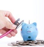 Используемый стетоскоп для проверки ваши финансы Стоковые Фотографии RF