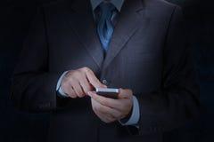Используя передвижной умный телефон Стоковые Фото