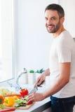 Используя самые лучшие veggies для моего салата Стоковые Фото
