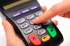 Используя стержень оплаты, впишите личный идентификационный номер стоковые изображения rf