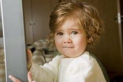 испуганным детеныши девушки стороны удивленные портретом Стоковые Изображения