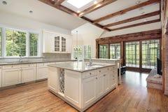 испускает лучи древесина кухни потолка Стоковые Изображения