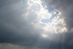 испускает лучи небесное солнце Стоковая Фотография