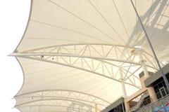 испускает лучи поддерживать крыши трибуна металлический Стоковое Фото