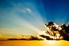 испускает лучи солнечное Стоковые Изображения