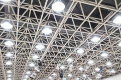 испускает лучи сталь потолка Стоковые Изображения RF