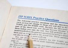 Испытание английского как иностранный язык, распечатки результатов испытаний TOEFL Экзамен TOEFL Вопросы о практики TOEFL английс стоковое фото