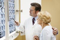 испытание результатов пациента доктора Стоковое фото RF