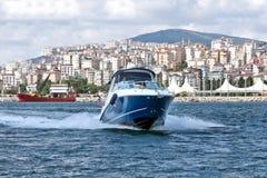 Испытание шлюпки скорости в bosphorus Стамбуле Стоковые Изображения