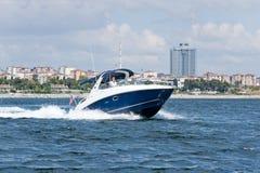 Испытание шлюпки скорости в bosphorus Стамбуле Стоковые Фото