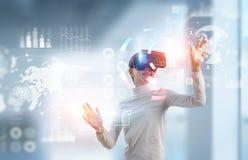 Испытывать виртуальный мир технологии Мультимедиа стоковые изображения