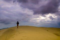Исследователь на пустыне стоковое фото