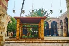 Исследуйте мечеть Aqsunqur голубую Каира, Египта стоковые фотографии rf