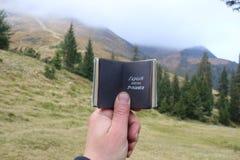 Исследуйте мечту откройте концепцию текста, путешествия или перемещения стоковое фото rf