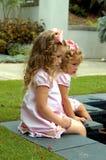 исследуйте парк девушок Стоковая Фотография RF