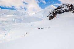 Исследуя материк Антарктика пешком внутренная от гавани Neko стоковое изображение rf