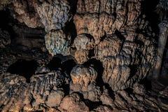 Исследованный камень в пещере Стоковые Фото