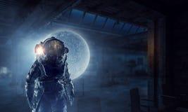Исследователь астронавта в небе Мультимедиа иллюстрация штока