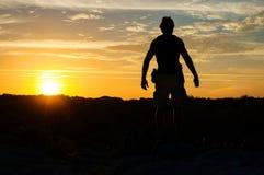 Исследователь на заходе солнца стоковая фотография