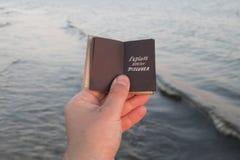 Исследуйте мечту откройте - вдохновляющую цитату перемещения стоковые изображения